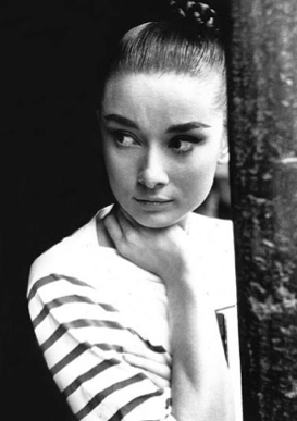 Audrey Hepburn looking très chic as ever...